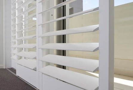 Our plantation shutter installers ensure smooth louvrerotation and no cyclone bars/window locks interfere in the operation of your sliding shutters.