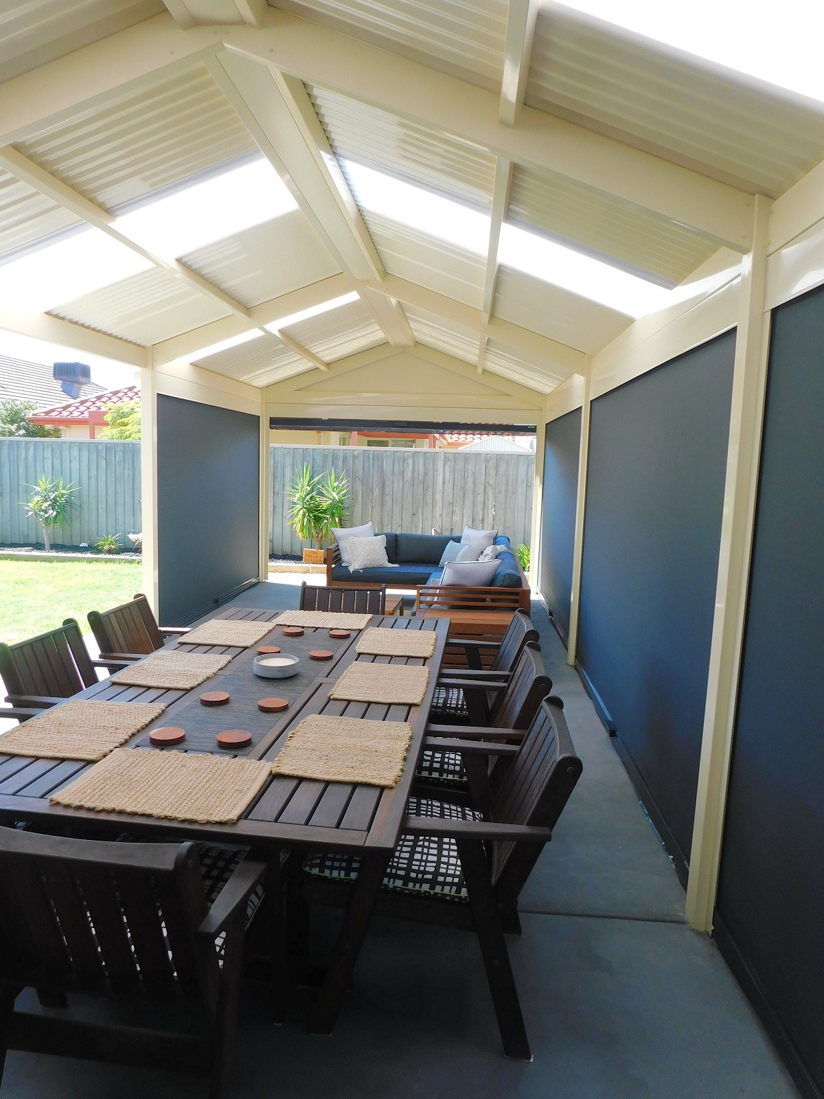Which is better for your outdoor space: ENVIROTEX vs Café Blinds