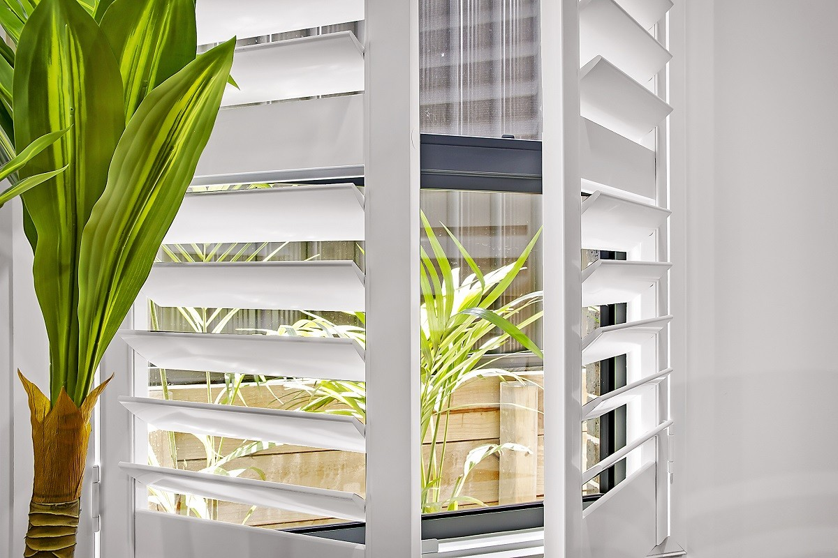 Plantation Shutters: Wood vs. Plastic vs. Insulite